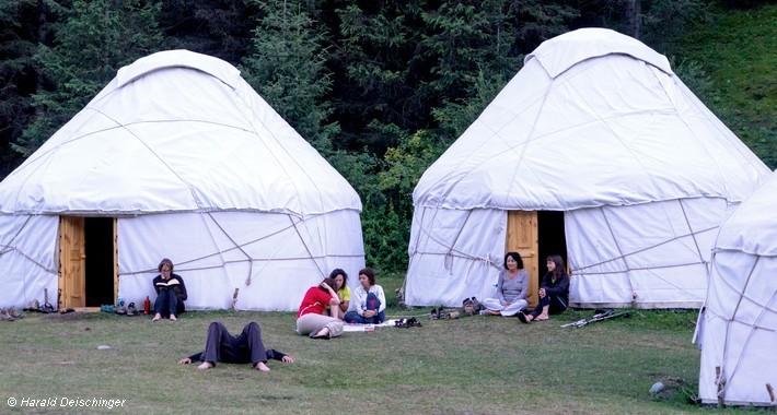 Camp de yourtes en Kirghizie