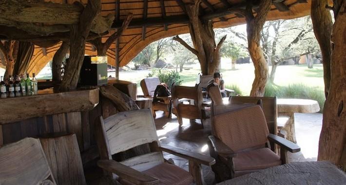 Bar du Lodge safari équestre en Namibie