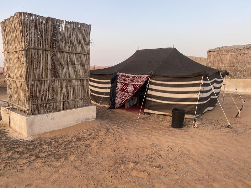 Confort de la tente bédouine pour la nuit