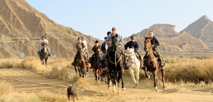 Randonnée équestre dans le désert des Bardenas en Espagne