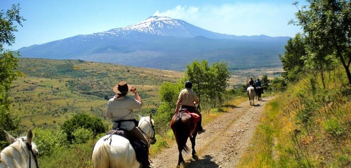 """Pèlerinage à cheval en Sicile, fête de la """"Canella"""""""